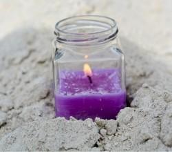 Чем заняться дома с детьми - делаем свечи из баночек